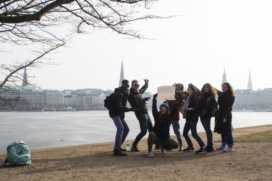 Iternational students posing in front of Hamburg's Alster lake